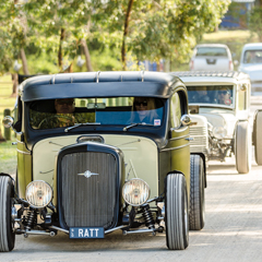 Hot Rods entering the showground